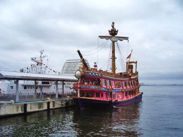 神戸港を遊覧できるクルーズ船に乗って海の散歩もおすすめ♪
