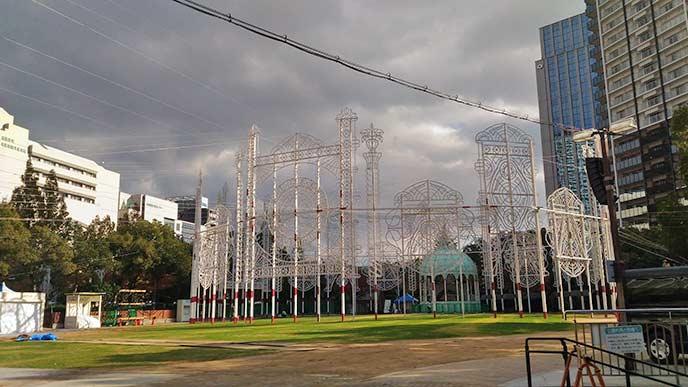 ルミナリエの開催地でもあるこちらの公園。夜になるとこの電飾が美しく輝きます☆