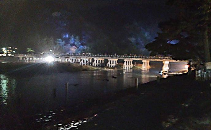 渡月橋もライトアップされ、とても美しい風景を楽しめます。