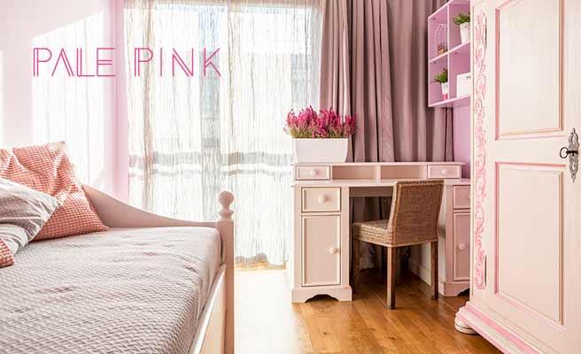 淡いピンク色の寝室