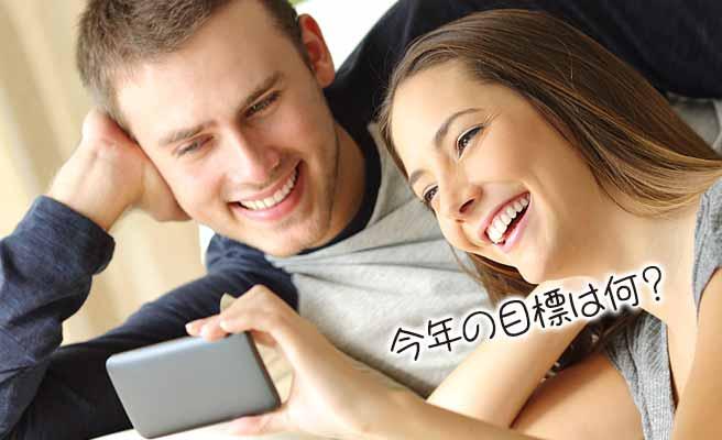 スマホカメラで自分と彼氏のインタビューを撮るカップル