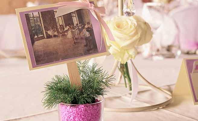 披露宴のテーブルに置かれたペーパーアイテム