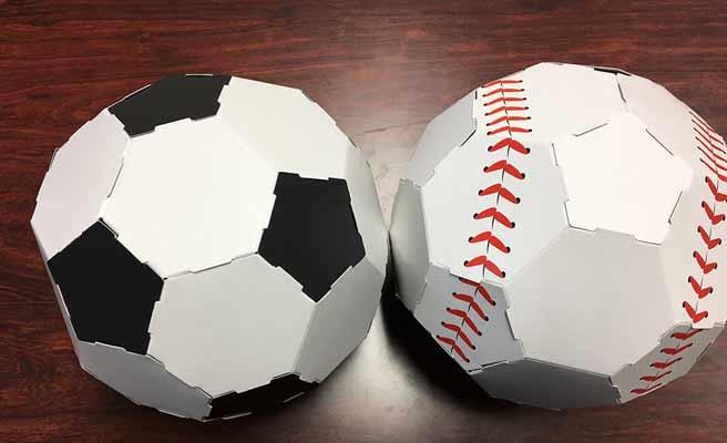 組み立てられたボール色紙
