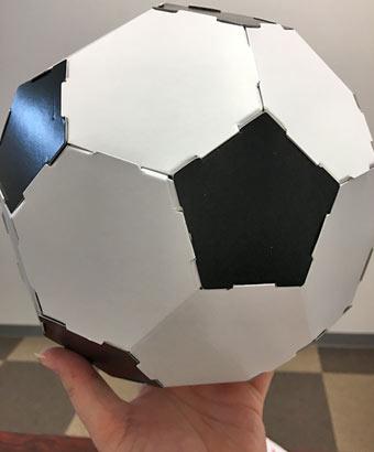 手に持ったボール色紙