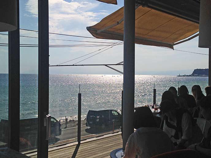 海を見ながら食事を楽しめる最高のロケーション!