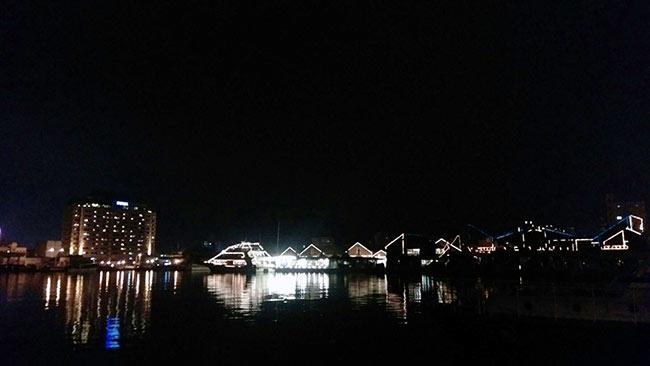 ホテルの外からは海と夜景を一望!