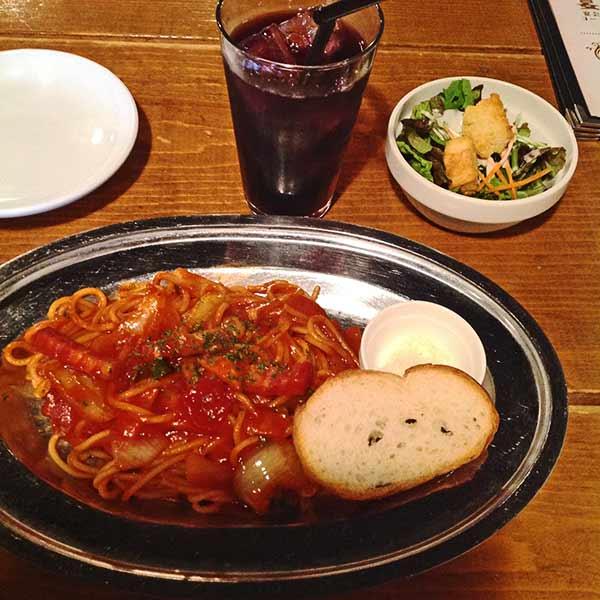 ナポリタンのランチセット☆ランチセットはドリンクとサラダがついてとってもお得♪