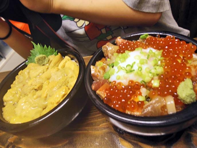 たっぷりのウニが乗せられたウニ丼とサーモンとイクラの親子丼♪