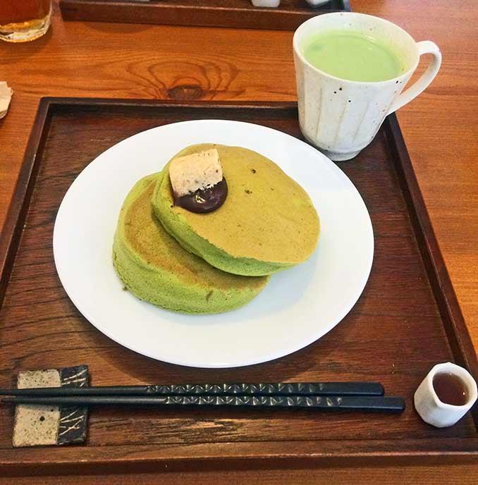 ふわっふわの抹茶ホットケーキ!
