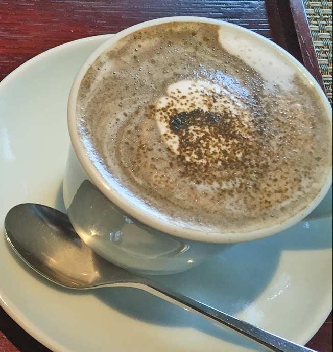 濃厚なお茶の味が口の中に広がります。