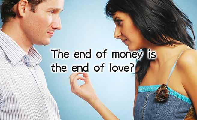 お金の切れ目は恋の終わりかと男性に聞く女性