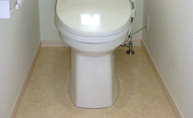 ベージュ色のトイレ床