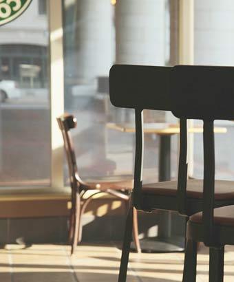 カフェ店内の椅子