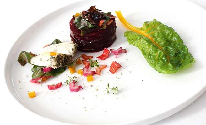 野菜がメインのヘルシーな前菜料理