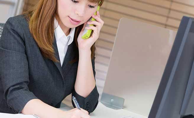 取引の窓口を担当する女性