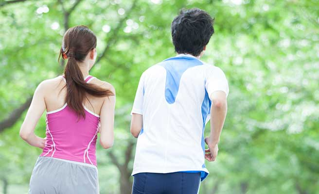 ジョギングしている男女