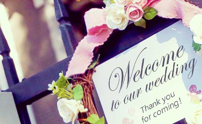 パーティー会場に設置された結婚式ウェルカムボード
