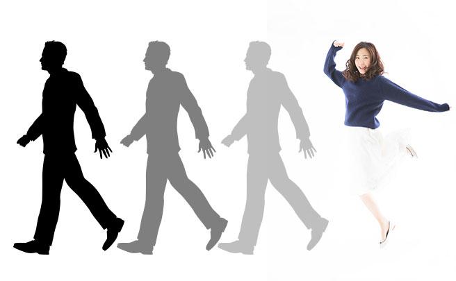 男性のシルエットを追いかけてる女性