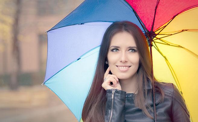 雨に虹色の傘