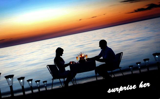 ロマンチックなディナーを共有するカップル