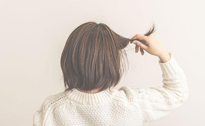 髪がぼさぼさの女性