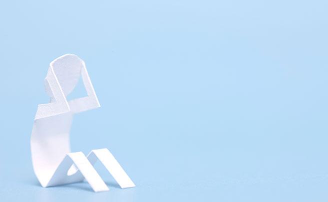 落ち込む折り紙で作った人の模型