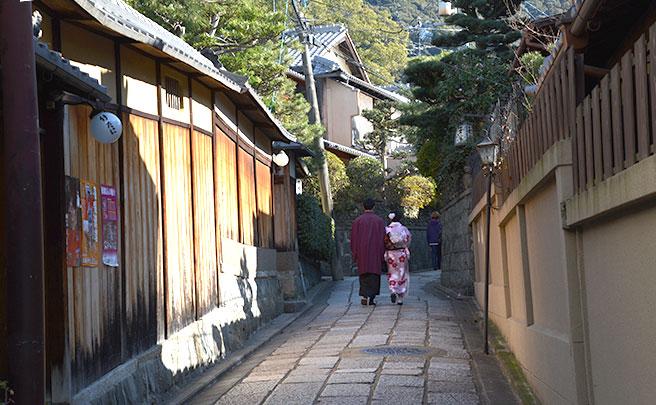 京都で着物デートをするカップル