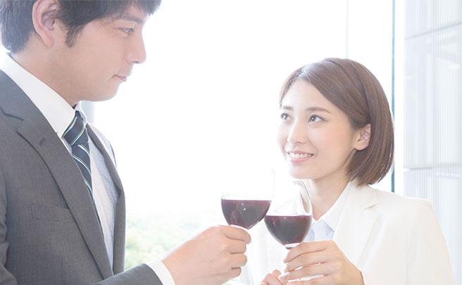 婚活パーティーに参加している男性