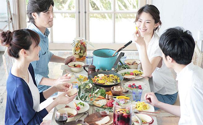 集まって一緒に食事を楽しめる友達