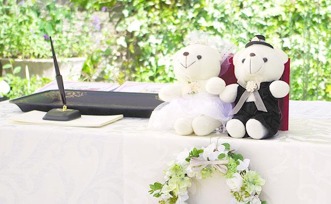 ぬいぐるみが置かれた結婚式の受付