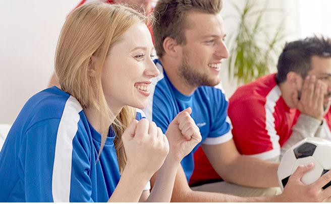 サッカーを応援する人達