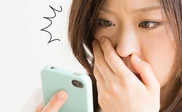 """恐怖の""""スマホ顔""""がスマホ女子に蔓延中!顔のたるみ超☆改善法"""