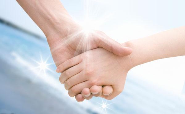 付き合う前に手をつなぐ男心5つの理由