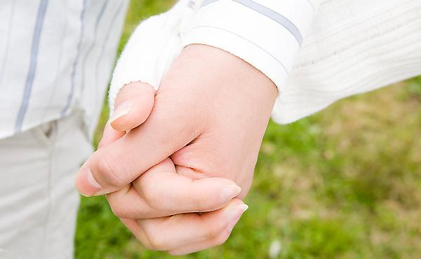 手をつなぐ男性心理6パターン