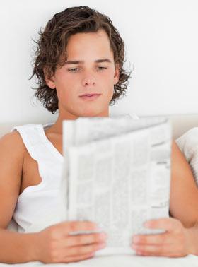 話しかけても新聞読んで反応無い男