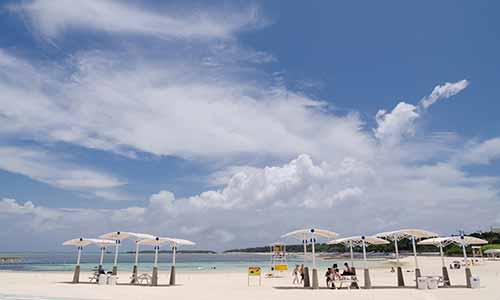 美ら海水族館併設のエメラルドビーチ