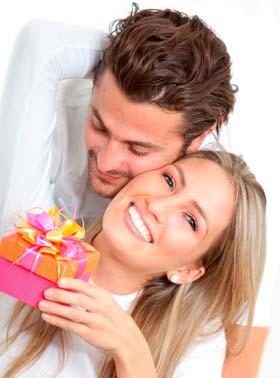 嬉しくないプレゼントを贈り続ける勘違い彼氏には「コレジャナイ!」とはっきり伝えたほうが良いのかも?!