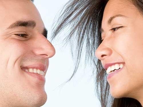 人を褒めるときは、相手のことをしっかり見て