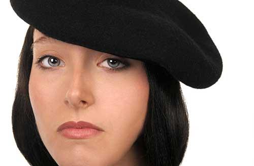 ベレー帽をかぶる手塚治虫的女性