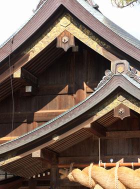 出雲大社の大しめ縄と屋根