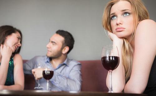 女性と見れば誰彼かまわず平気で近付く彼氏に悩む女性