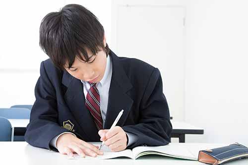 受験勉強で恋愛どころでない男子