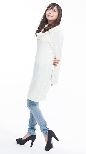 冬は特にキュン死まちがいない白ファッションを着た女性