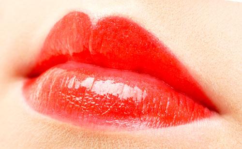 艶のある唇