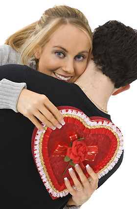恋人に抱き付く女性