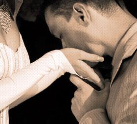 手のひら越しのキス