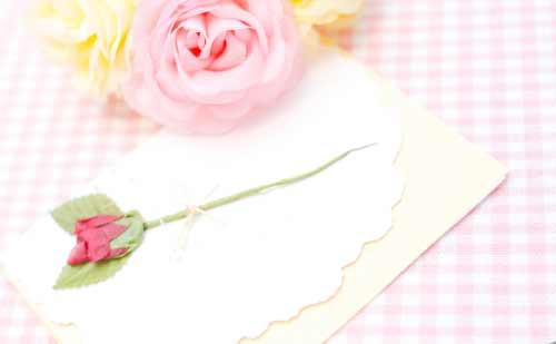 手紙と花の飾り