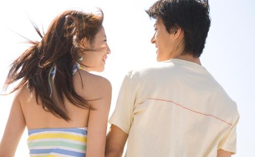 お互い笑顔のカップル
