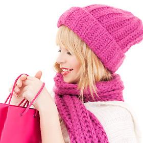 ピンクずくめの女性