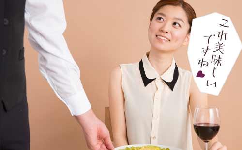 カッコいい店員に話しかける女性